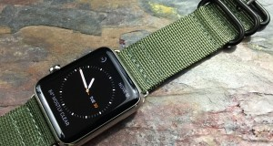 Apple-Watch-with-NATO-Zulu-style-straps-and-bands